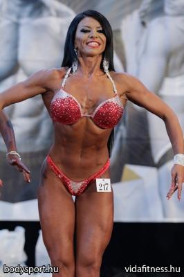 Fitness modell 165 cm felett_110