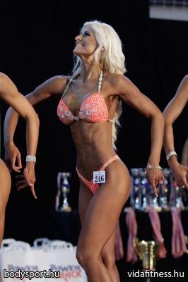 Fitness modell 165 cm felett_136