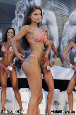 Fitness modell 165 cm felett_24