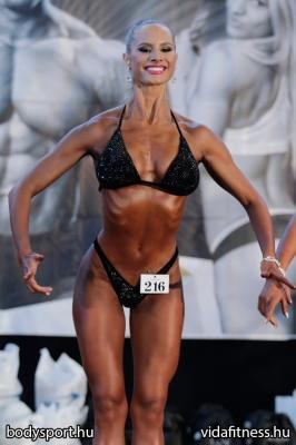Fitness modell 165 cm felett_87