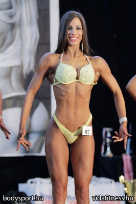Fitness modell 165 cm felett_98